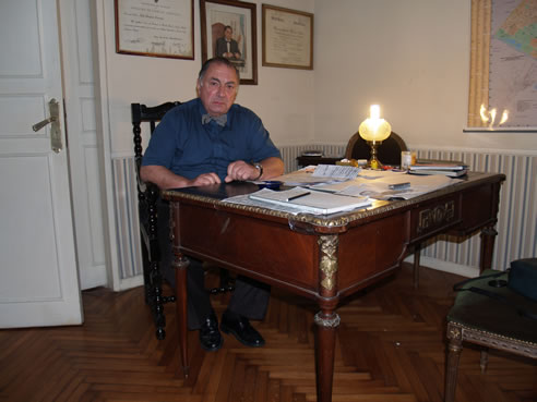 Julio Cruciani en su oficina